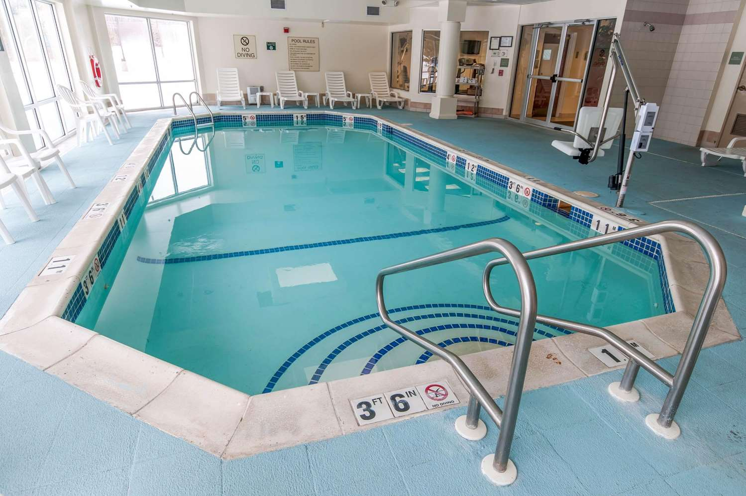 Pool - Comfort Inn & Suites Mount Pocono