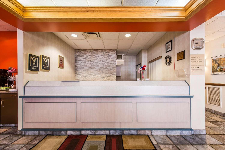 Lobby - Econo Lodge Johnstown