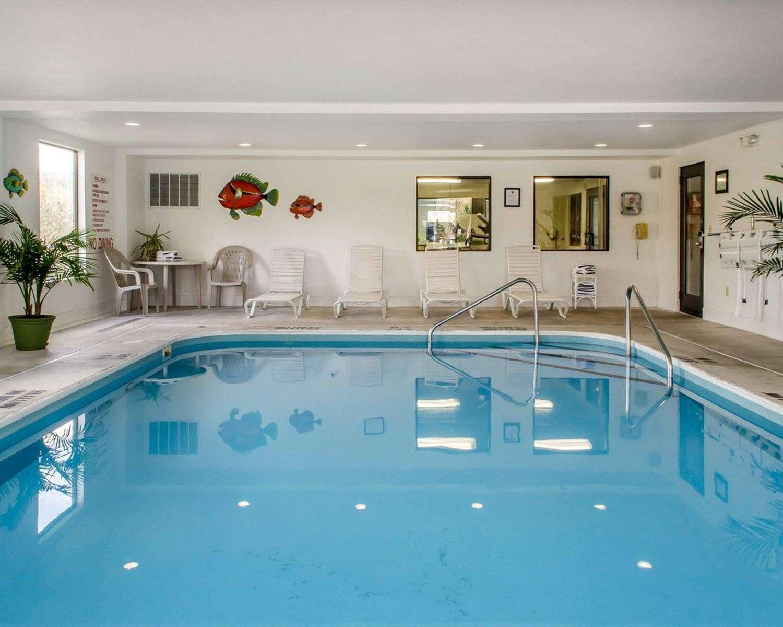 Pool - Comfort Inn Huntingdon