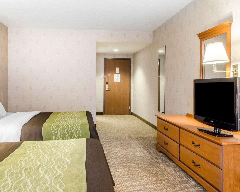 Room - Comfort Inn Huntingdon