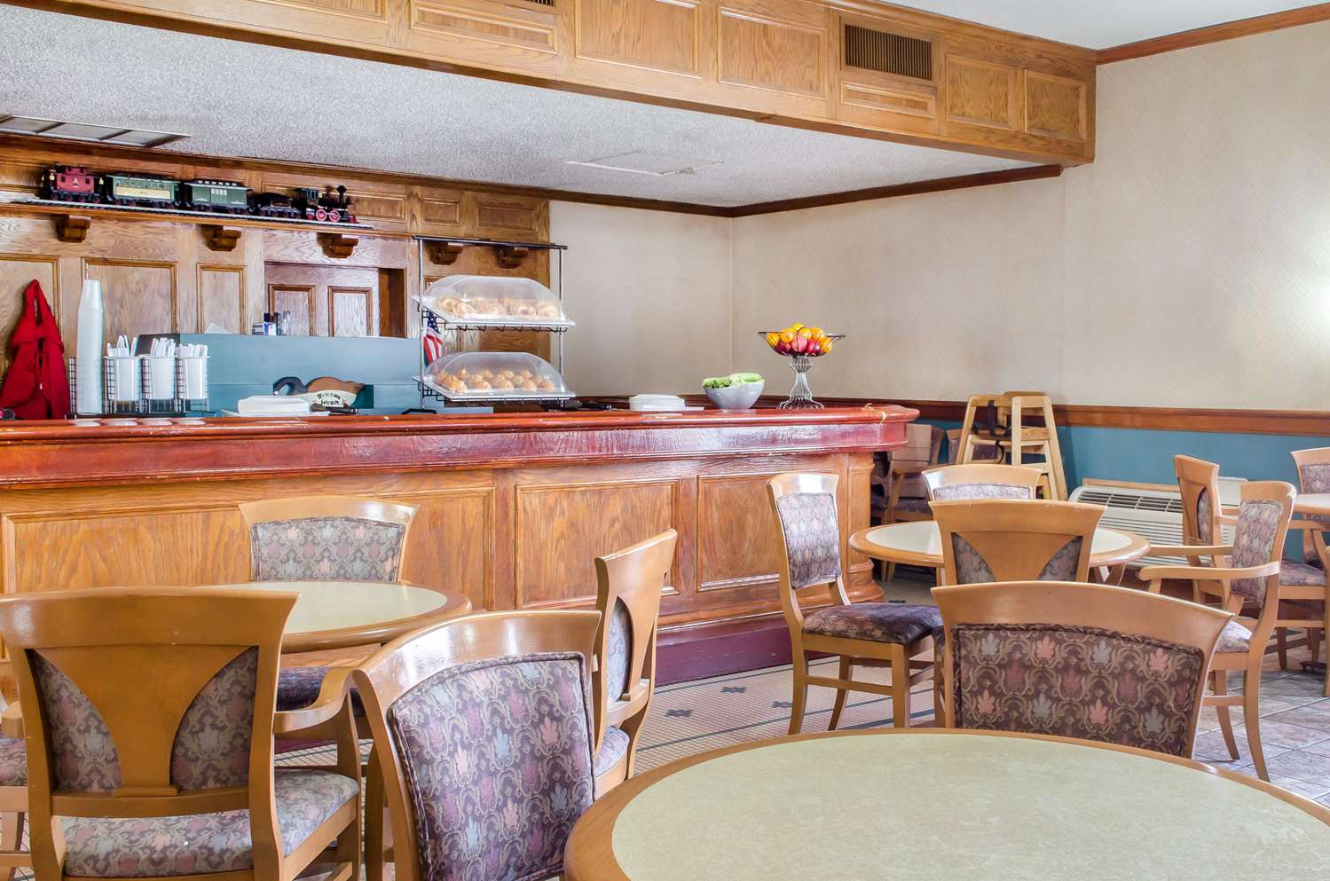 Restaurant - Econo Lodge York