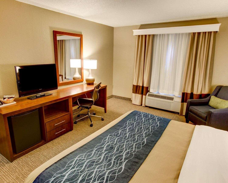 Room - Comfort Inn Conference Center Penn Hills
