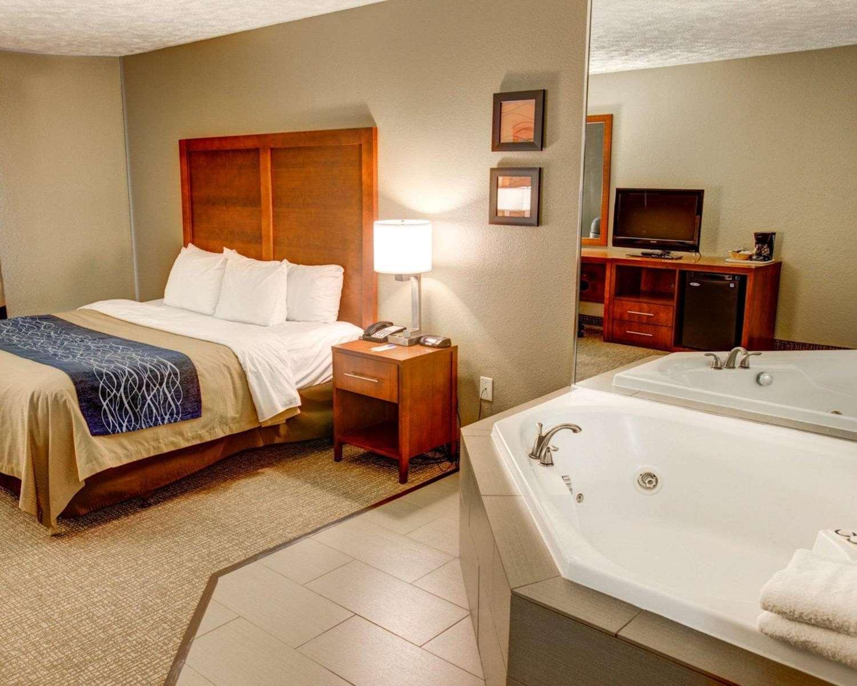 Suite - Comfort Inn Conference Center Penn Hills