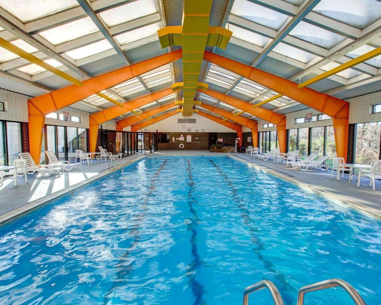 Pool - Comfort Inn Conference Center Penn Hills