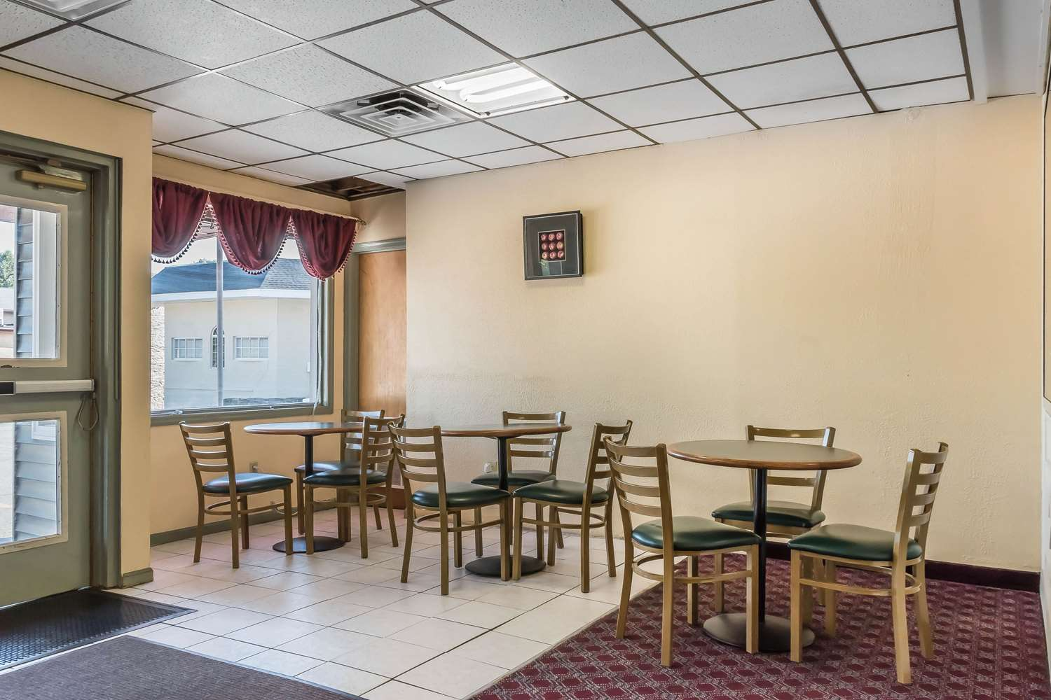 Restaurant - Econo Lodge Airport Reading