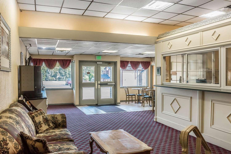 Lobby - Econo Lodge Airport Reading