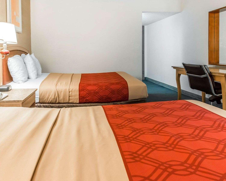 Room - Econo Lodge New Stanton