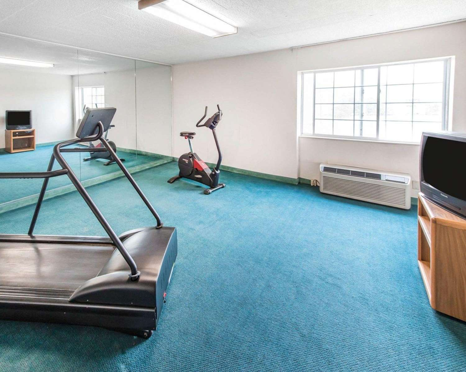 Fitness/ Exercise Room - Econo Lodge New Stanton