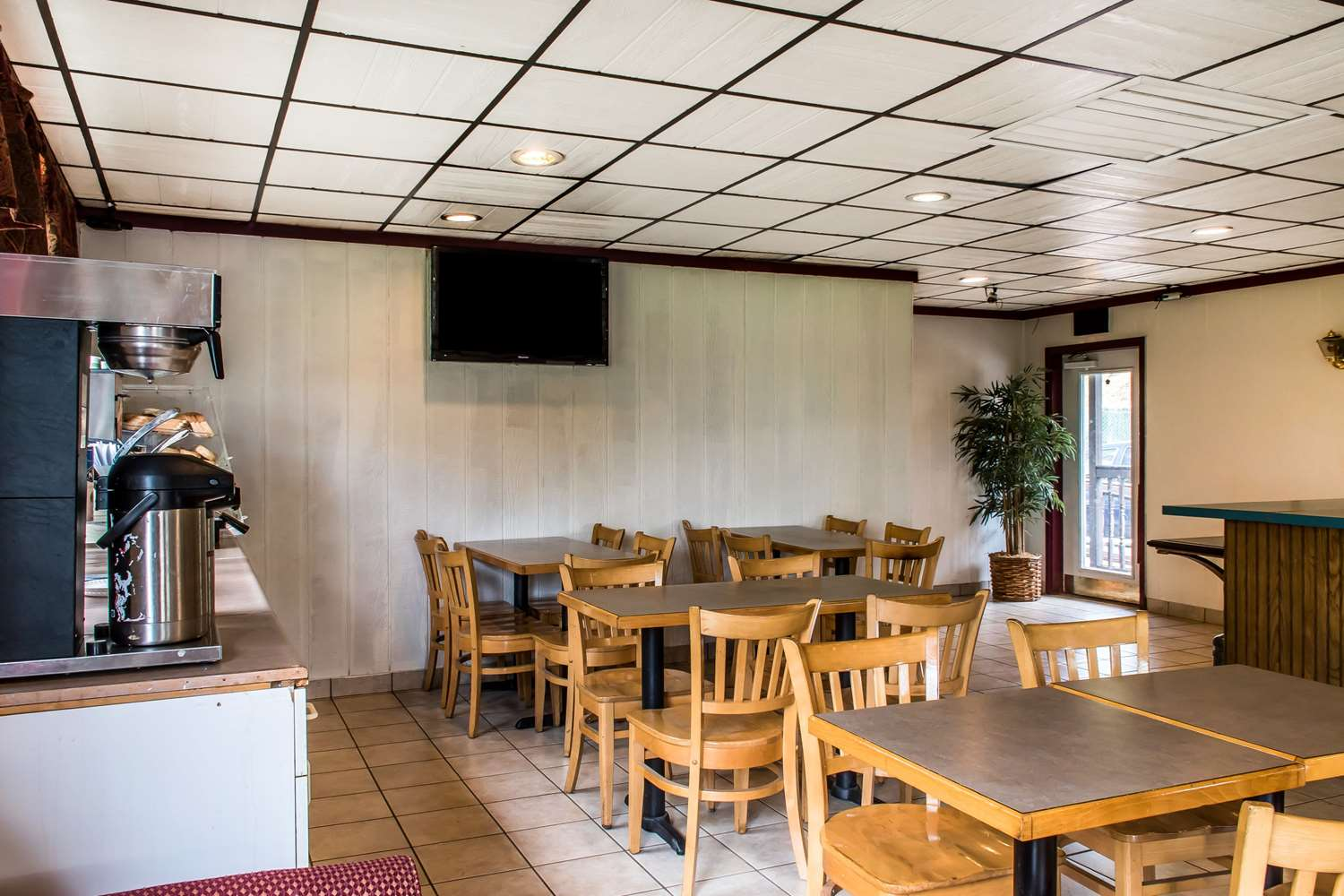 Restaurant - Econo Lodge Inn & Suites White Haven