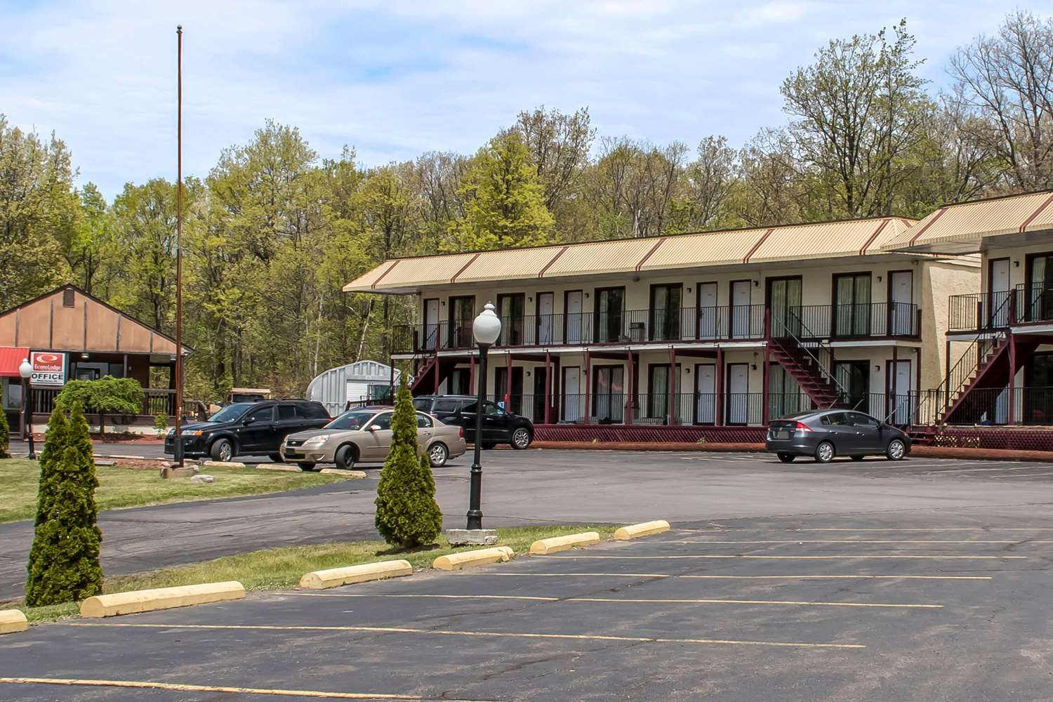 Exterior view - Econo Lodge Inn & Suites White Haven