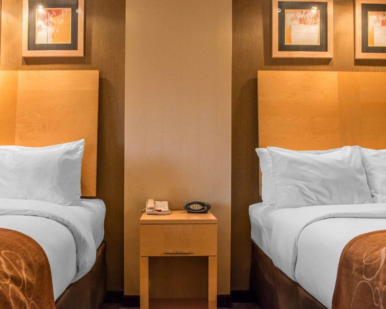 Room - Comfort Suites Monroeville