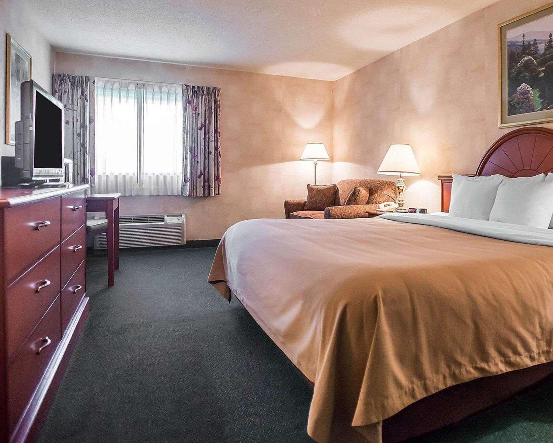 Room - Quality Inn New Columbia