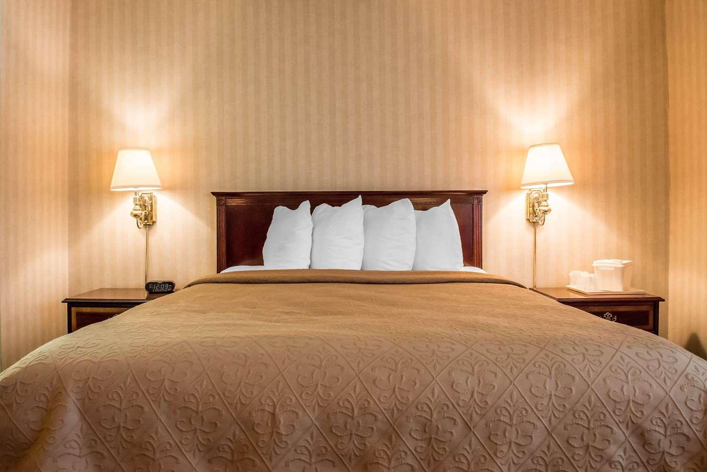 Room - Quality Inn Pittsburgh Airport Oakdale