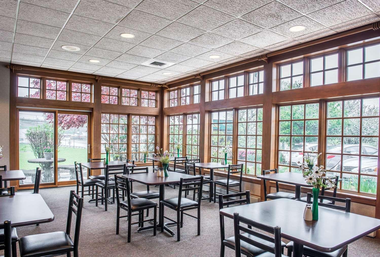 Restaurant - Quality Inn Pittsburgh Airport Oakdale