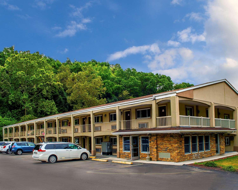 Exterior view - Econo Lodge Jefferson Hills