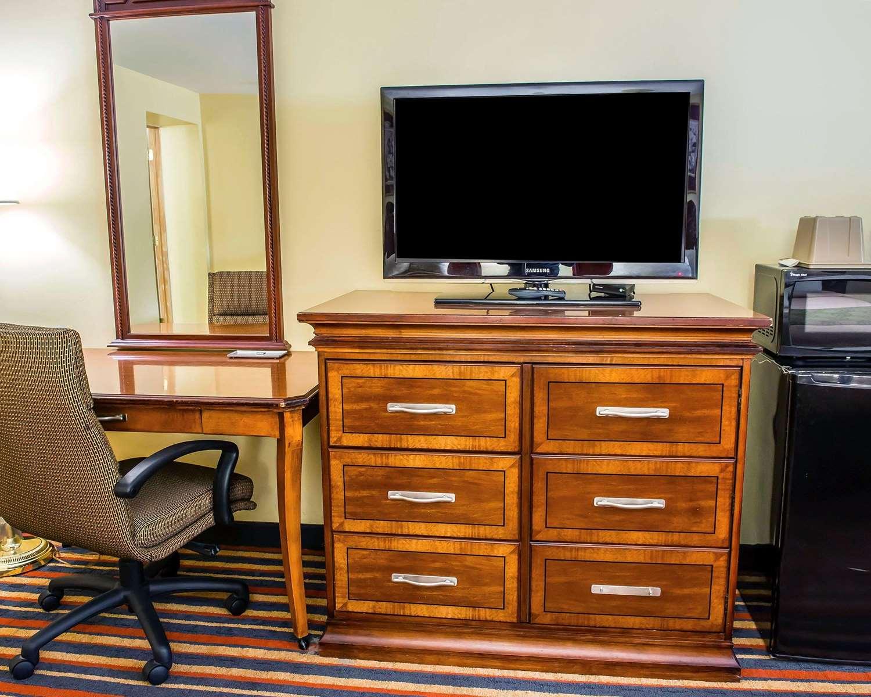 Room - Econo Lodge Jefferson Hills