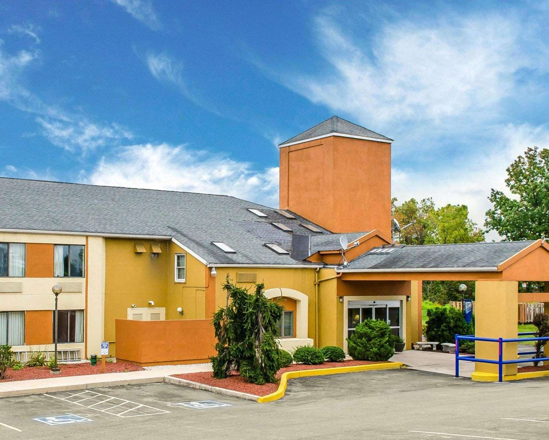 Exterior view - Econo Lodge Northeast Harrisburg