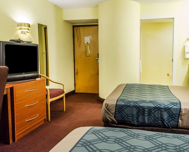 Room - Econo Lodge Northeast Harrisburg