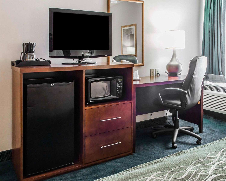 Suite - Quality Inn Waynesburg