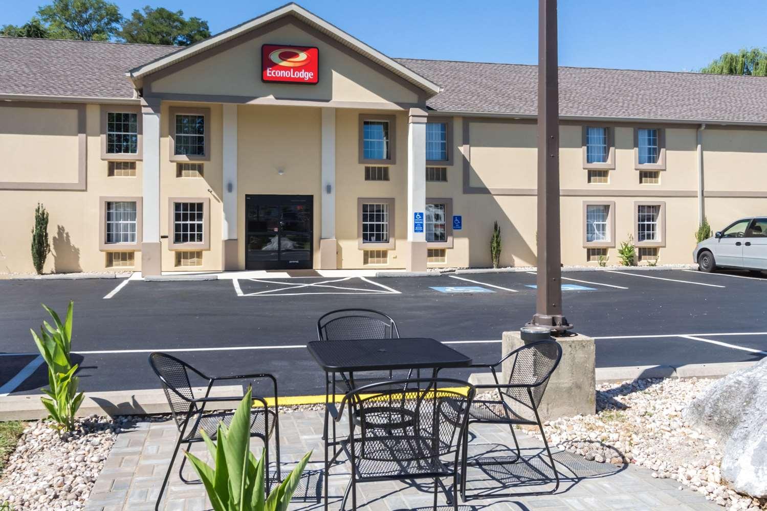 Exterior view - Econo Lodge Eisenhower Blvd Harrisburg