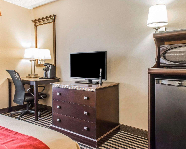 Room - Comfort Inn West Mifflin