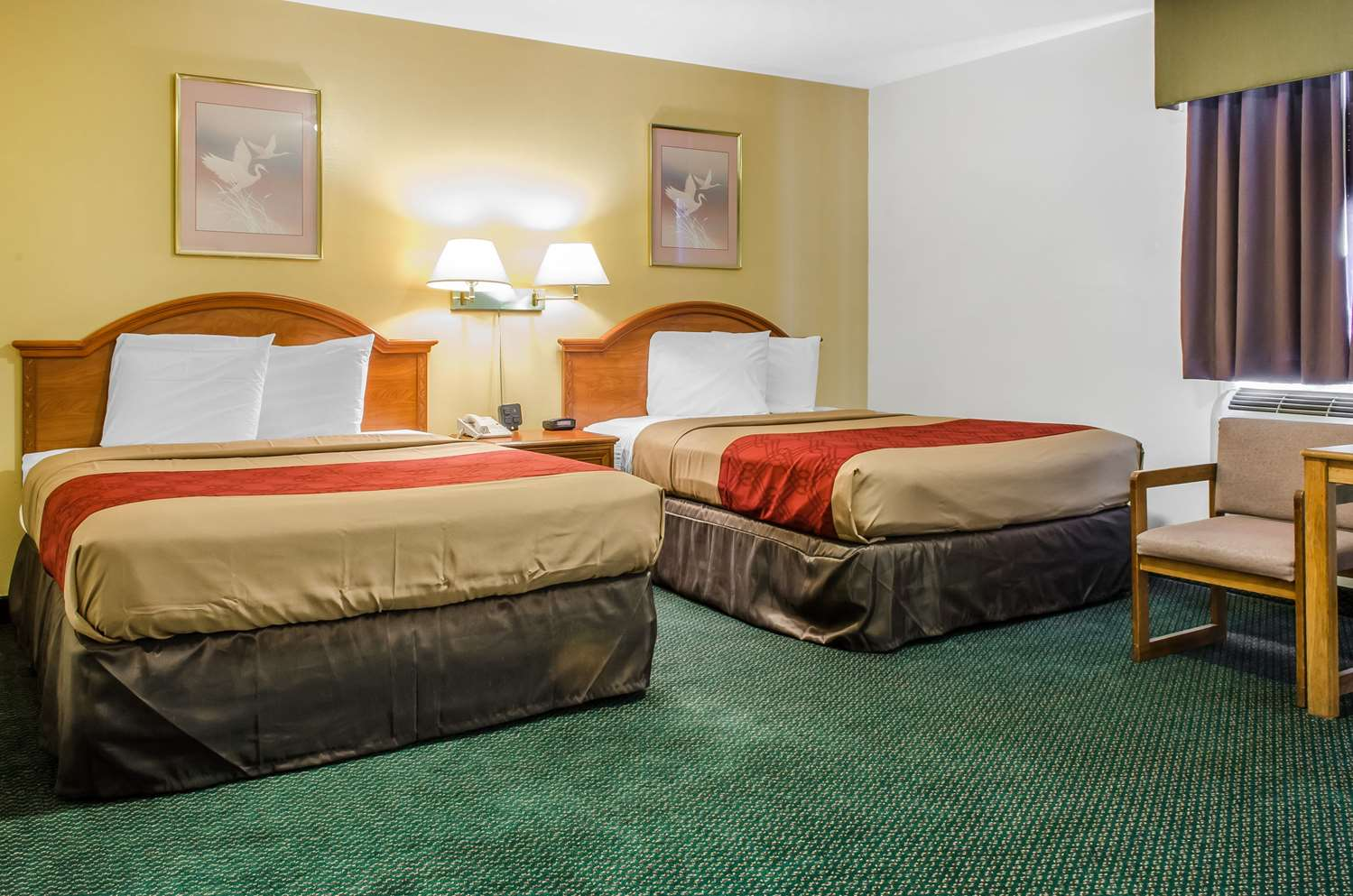 Room - Econo Lodge Inn & Suites Denver