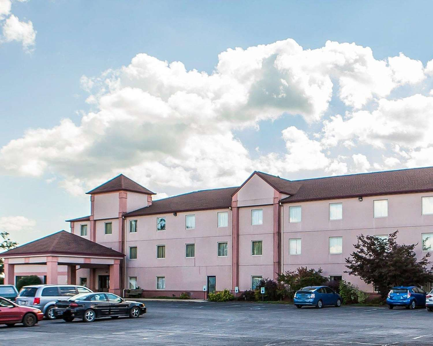 Exterior view - Quality Inn Bethel
