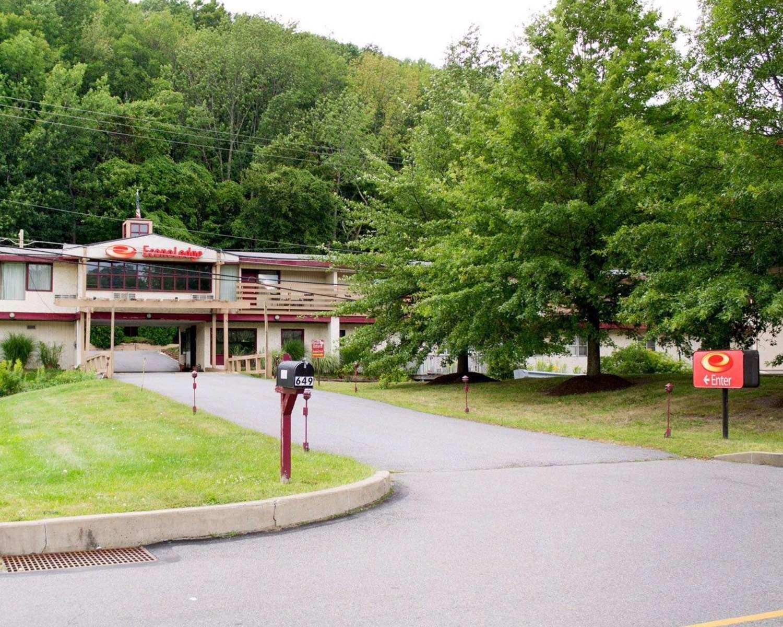 Exterior view - Econo Lodge Clarks Summit