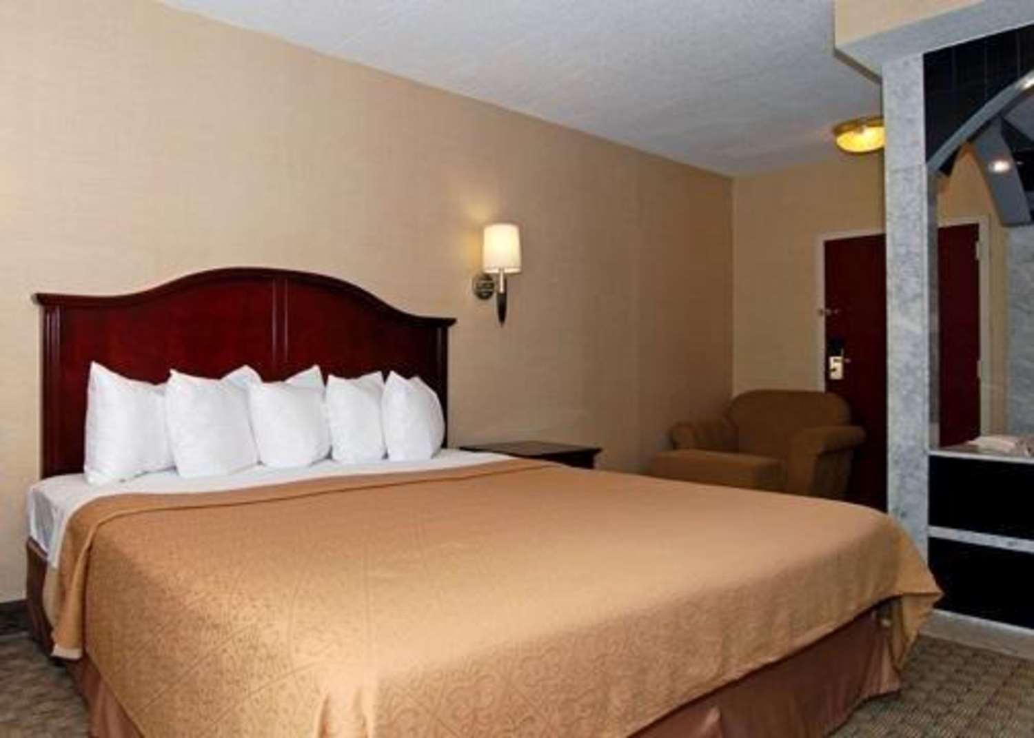Suite - Quality Inn & Suites Bensalem
