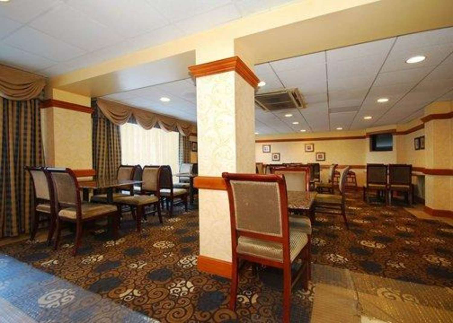 Restaurant - Quality Inn & Suites Bensalem