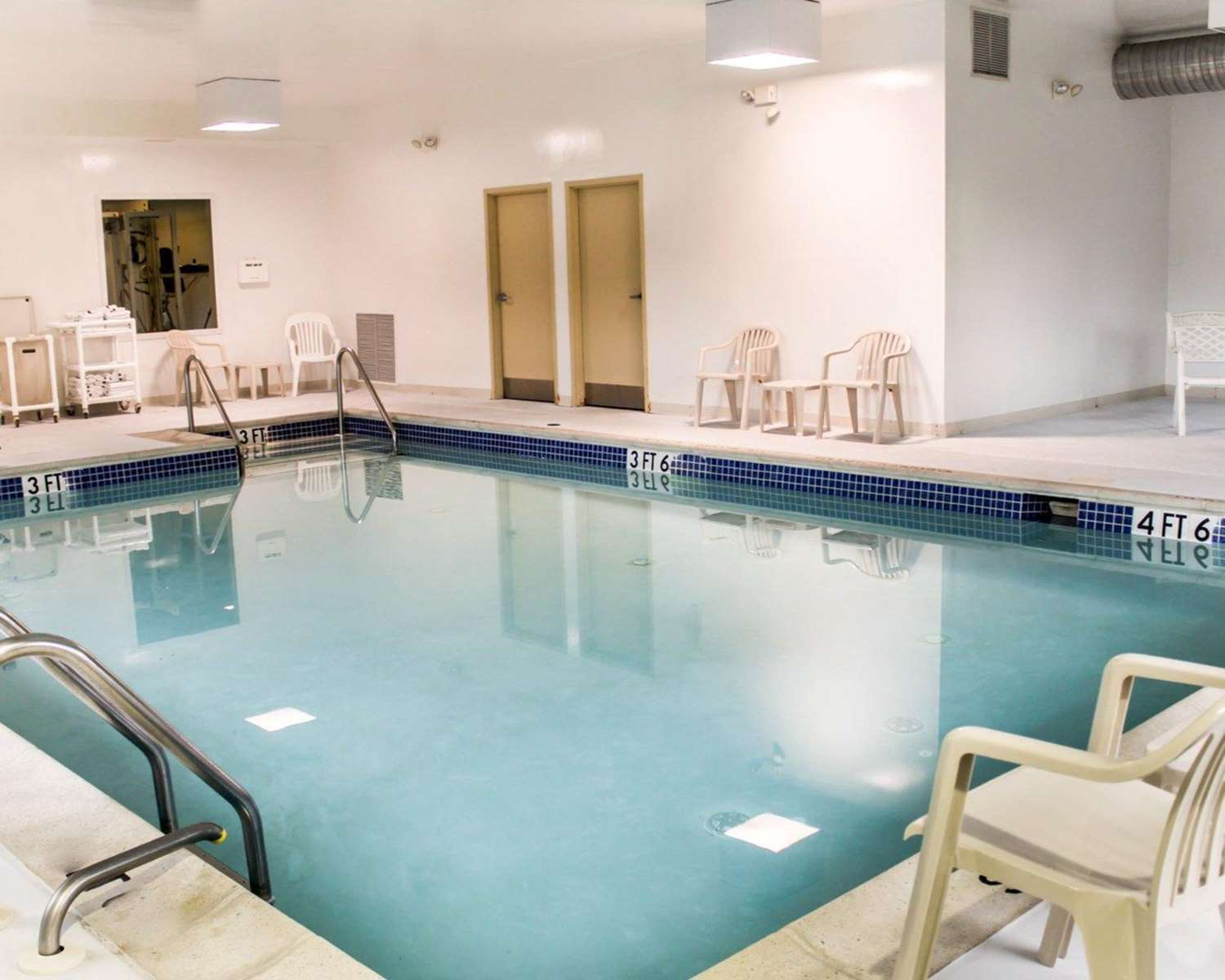 Pool - Quality Inn & Suites Chambersburg