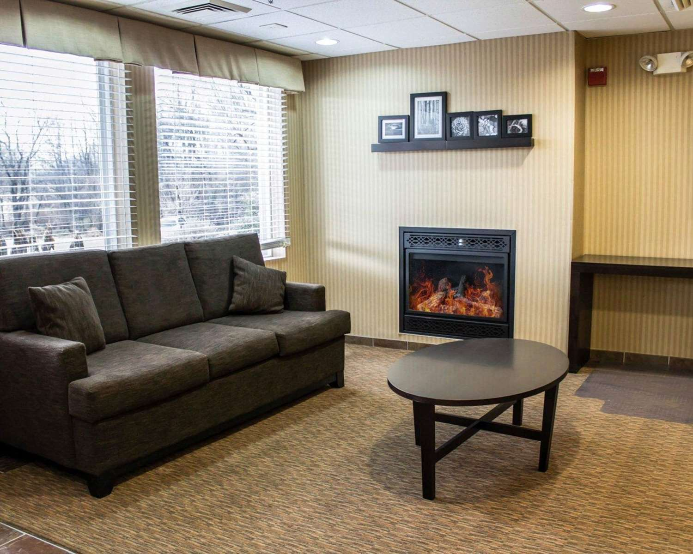 Lobby - Quality Inn & Suites Chambersburg