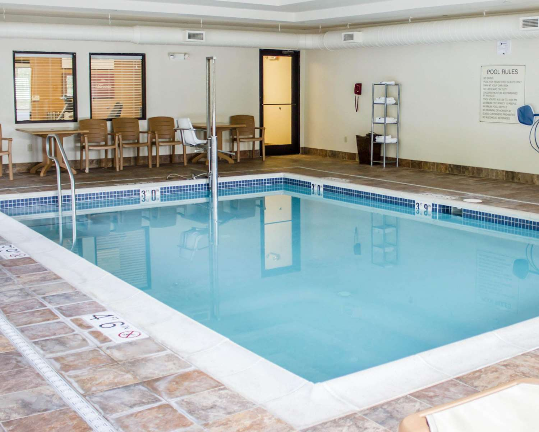 Pool - Comfort Suites Lewisburg