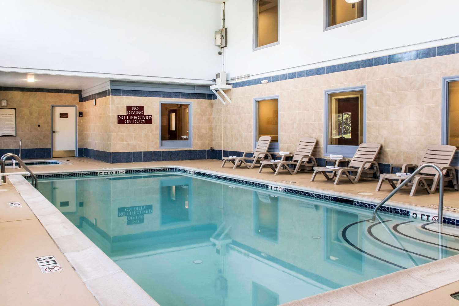 Pool - Comfort Inn Columbia