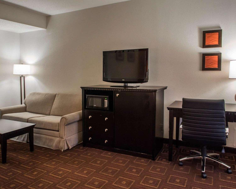 Room - Quality Inn & Suites Morrisville