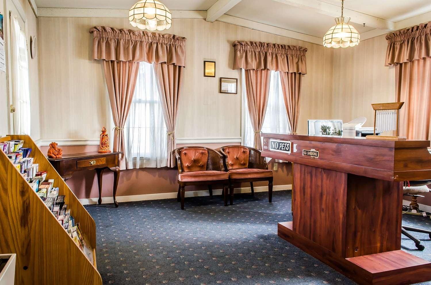 Lobby - Rodeway Inn Akron