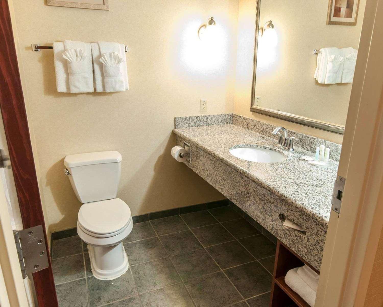 Room - Comfort Suites Exton