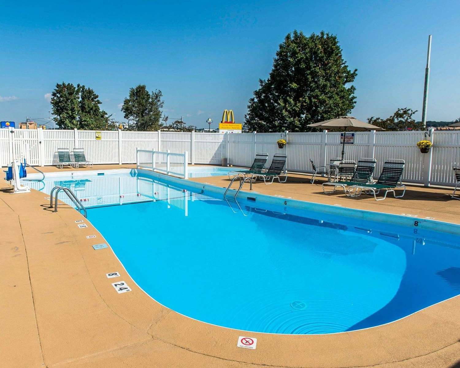 Pool - Comfort Inn Somerset