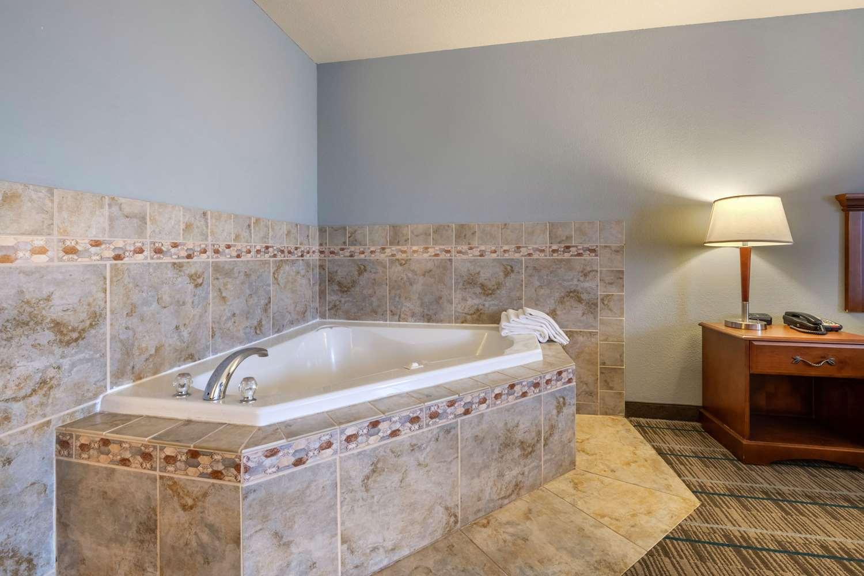 Room - MainStay Suites Grantville