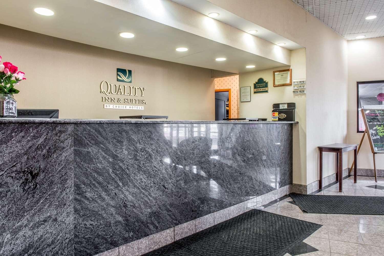 Lobby - Quality Inn & Suites Fairview