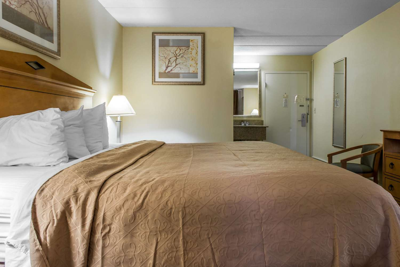 Room - Quality Inn & Suites Fairview
