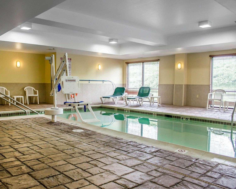 Pool - Comfort Suites Hummelstown