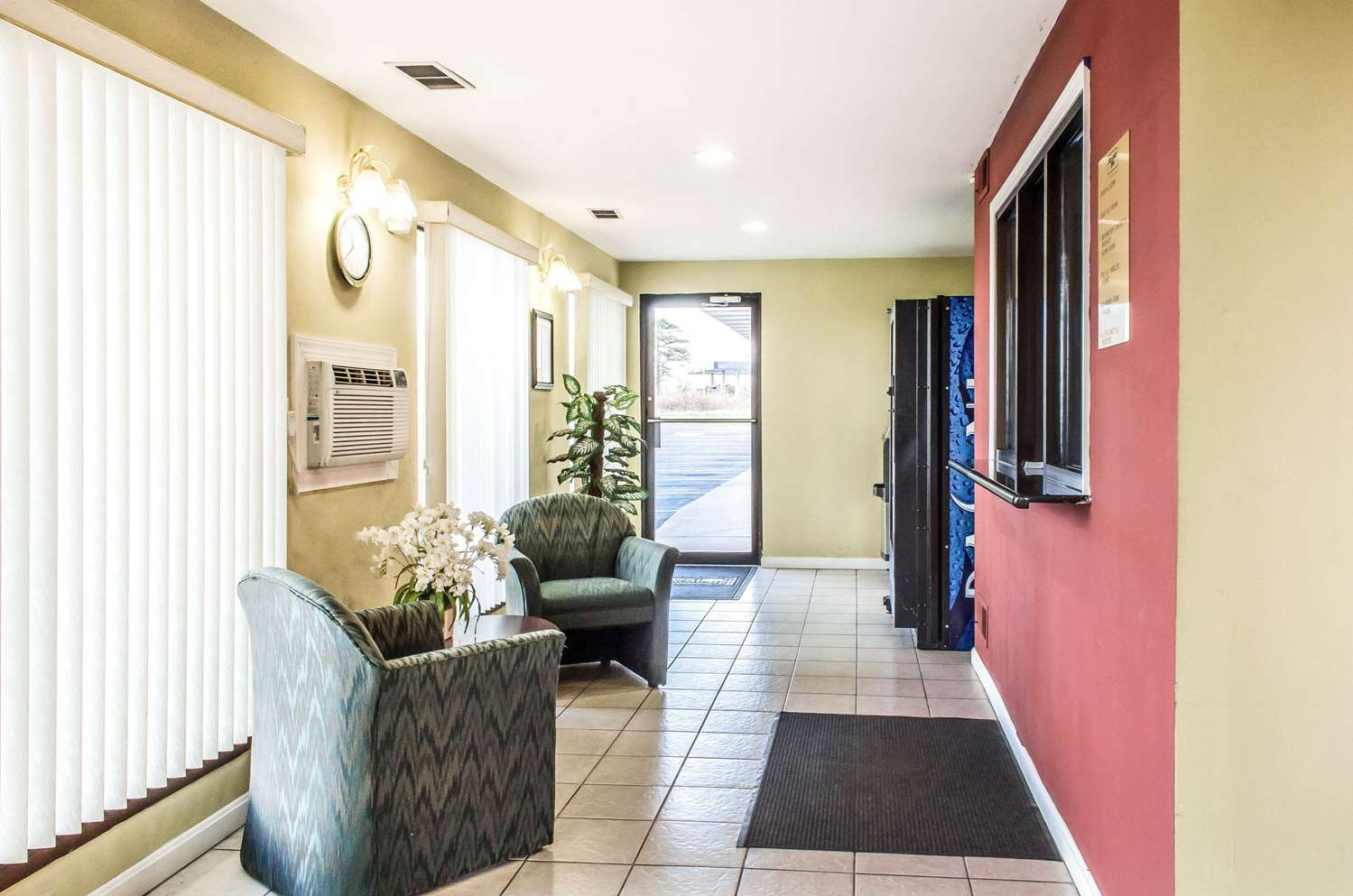 Lobby - Rodeway Inn Shippensburg