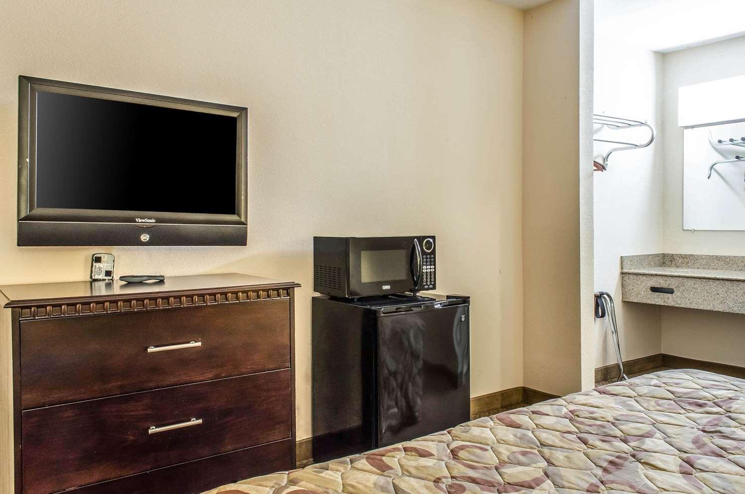 Room - Rodeway Inn Shippensburg