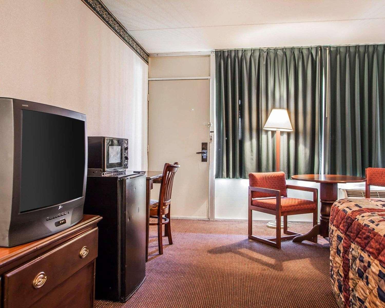 Room - Rodeway Inn Reading