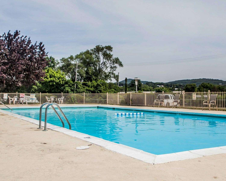 Pool - Rodeway Inn Reading