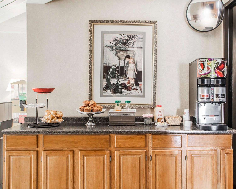 Restaurant - Rodeway Inn Reading