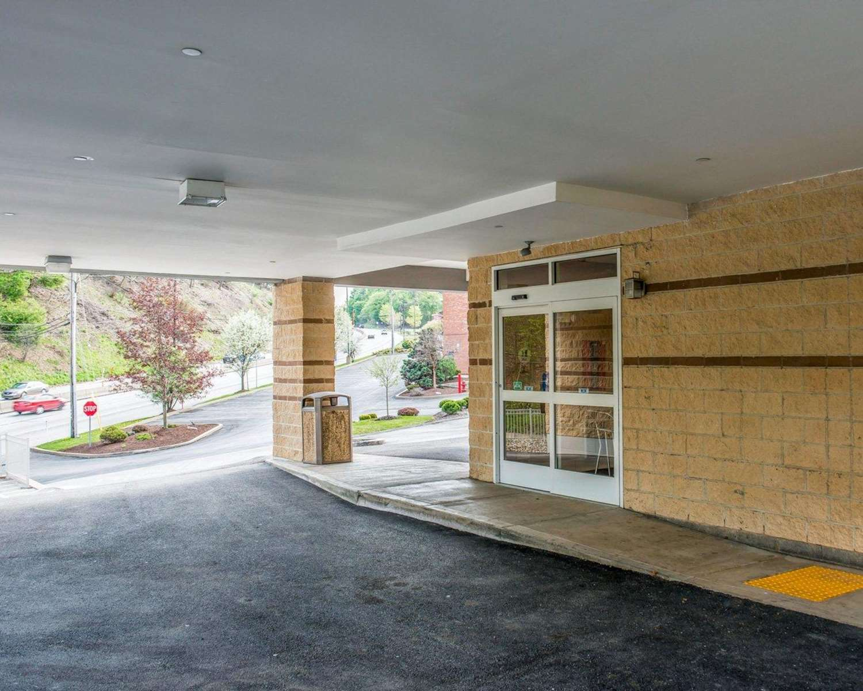 Exterior view - Comfort Inn McKnight Road Pittsburgh