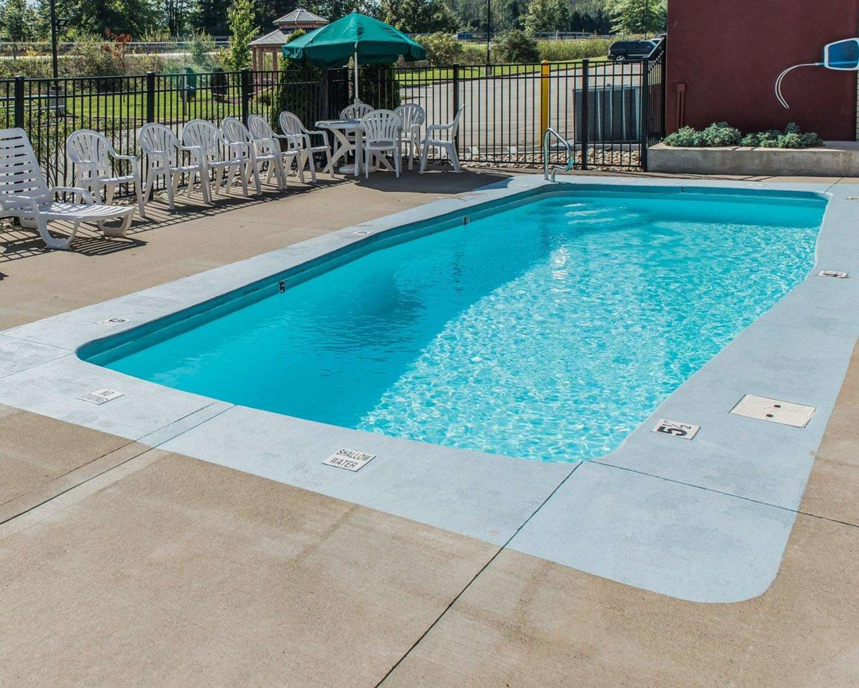 Pool - Comfort Inn Belle Vernon