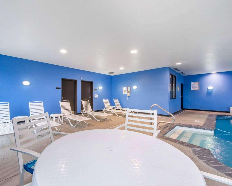 Pool - Comfort Suites Altoona